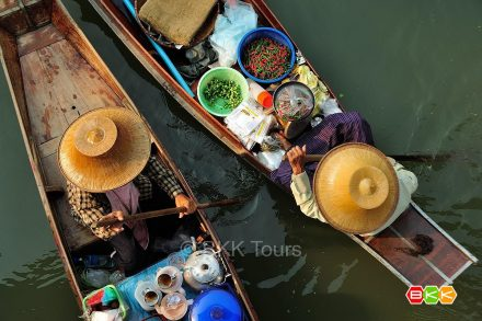 Local life at Tha Kha floating market. Visit this authentic market on our private floating market tour from Bangkok.