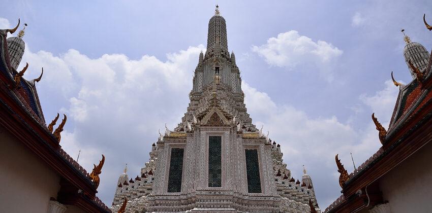 Bangkok Tours - Wat Arun, temple of dawn - Bangkok city tour